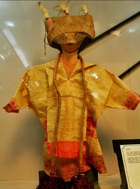 Info Budaya Pakaian adat Suku kaili
