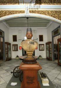 (image : indonesiakayacom) Museum Radya Pustaka didirikan oleh Kanjeng Raden Adipati Sosrodiningrat IV pada 18 Oktober 1890