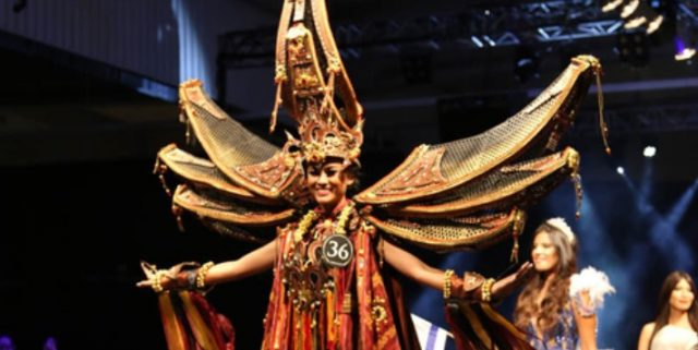 Info Budaya JFC : Kostum Toraja Tongkonan yang menyandang predikat sebagai Best National Costume Miss Supranational 2015 di Polandia (Image infospesialnet)