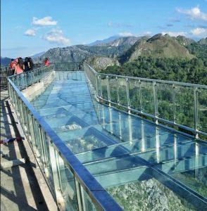 info-budaya-indonesia-wisata-religi-toraja jembatan kaca