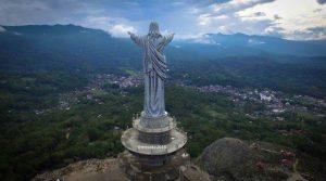 info-budaya-indonesia-wisata-religi-toraja Patung Yesus