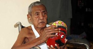 info budaya Alm. Mbah Karimoen tokoh-maestro topeng Malang image tempo