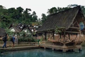 Info Budaya Desa adat jadi destinasi wisata Kampung Naga (Image travelingyuk com)