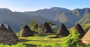 Info Budaya Desa adat jadi destinasi wisata wae rebo (Image travelingyuk com)