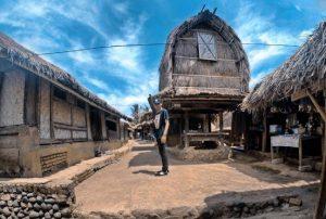 Info Budaya Desa adat jadi destinasi wisataDesa Adat Sasak Sade  (Image travelingyuk com)