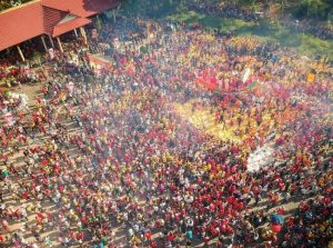 Info Budaya festival bakar tongkang (Image : travelingyuk com)