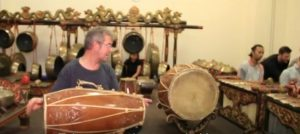 "info budaya Indonesia Peter Smith ""dosen gamelan"" (image Youtube)"