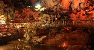 wisata jawa timur Goa Akbar (Image : tokotuban com)
