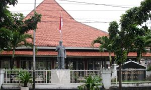 Di GNI ini mulai 23-27 Agustus 1945 Arek-arek Surabaya membentuk KNI, BKR di tingkat Propinsi dan Jawa Timur dan Karesidenan Surabaya. GNI didirikan tahun 1934 oleh Dr. Sutomo, dan sejak itu menjadi pusat pergerakan nasional antaralain Indonesische Studie Club, Kepanduan Sureya Wirawan, dll.