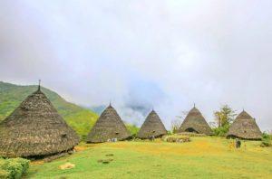 Wisata indonesia wae rebo rumah adat mbaru niang (image : Capture Youtube)
