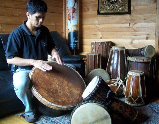 Gilang Ramadhan adalah seorang drummer besar Indonesia